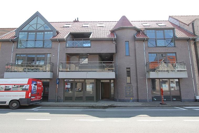 Nieuwbouw handelsgelijkvloers te huur op een centrale ligging, Gemeenteplein - Knokke.