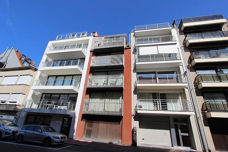 Duplex-penthouse met 3 slaapkamers en 2 ruime terrassen in centrum Knokke
