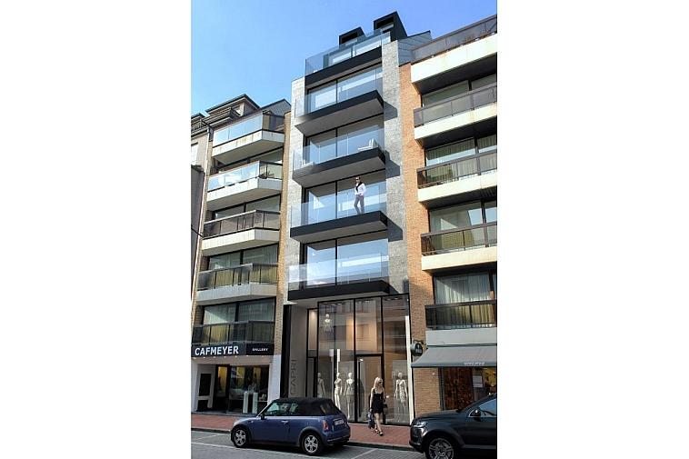 Nieuwbouw duplex appartement in een elegante architectuur, gelegen in de Kustlaan, nabij het strand te Knokke