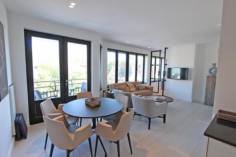 Schitterend gerenoveerd appartement met open zicht, gelegen nabij het Zegemeer te Knokke