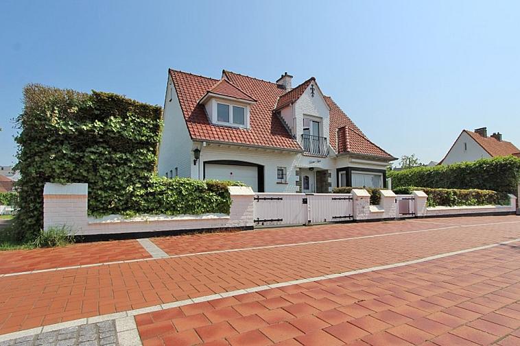 Charmante en karaktervolle villa, goed gelegen nabij het Zegemeer te Knokke.