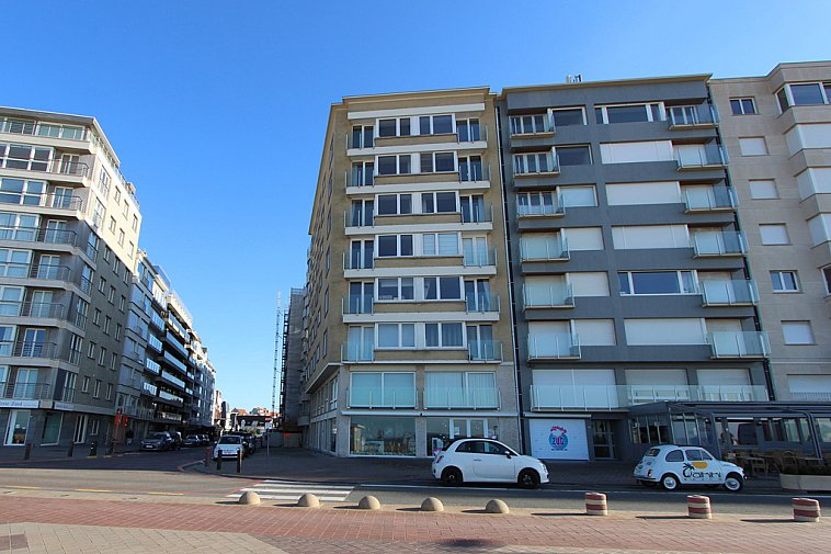 Smaakvol gerenoveerd appartement op de Zeedijk van Knokke.