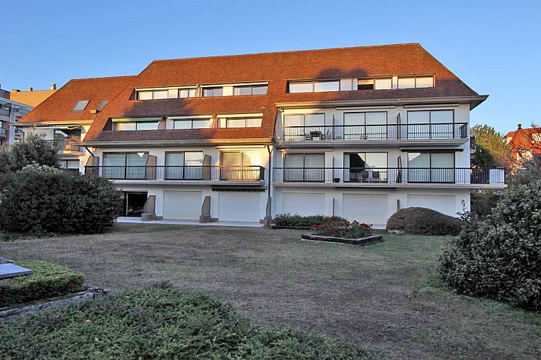 Zonnig appartement gelegen in een mooie villaresidentie.