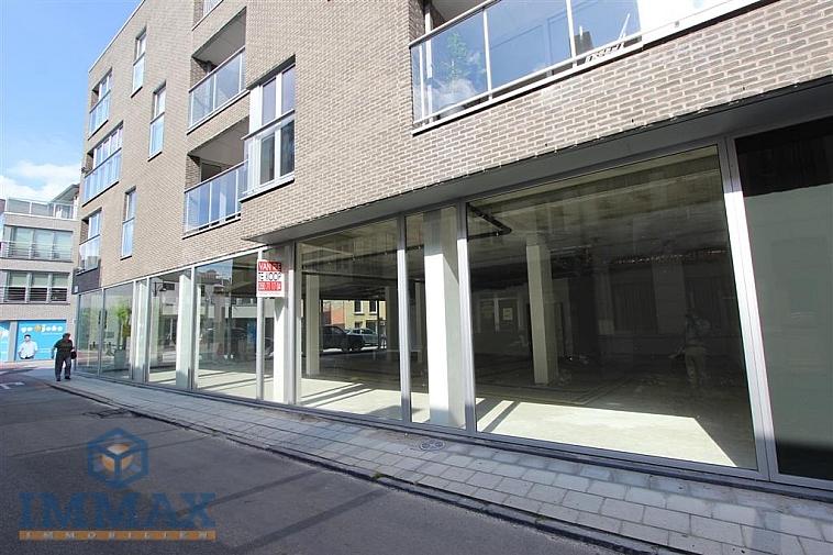 Espace commercial (nouvelle construction), au centre de Maldegem