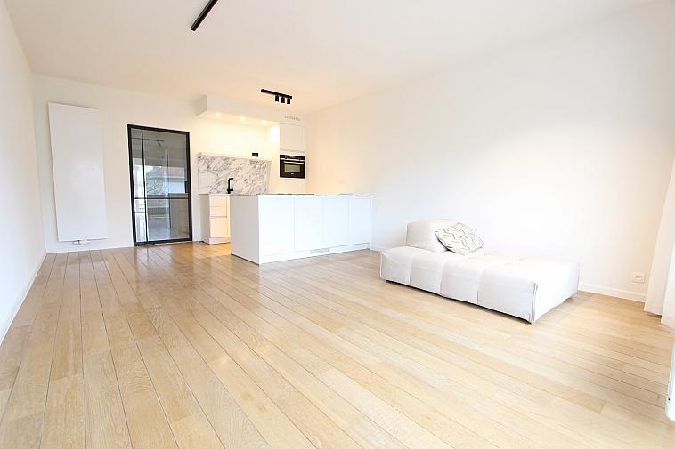 Zonnig appartement met open zicht.