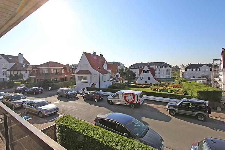 Zonnig appartement met open zicht nabij het strand te Knokke.
