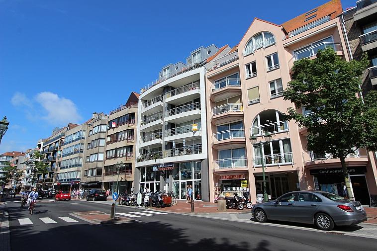 Appartement met zonnig terras op de Lippenslaan te Knokke