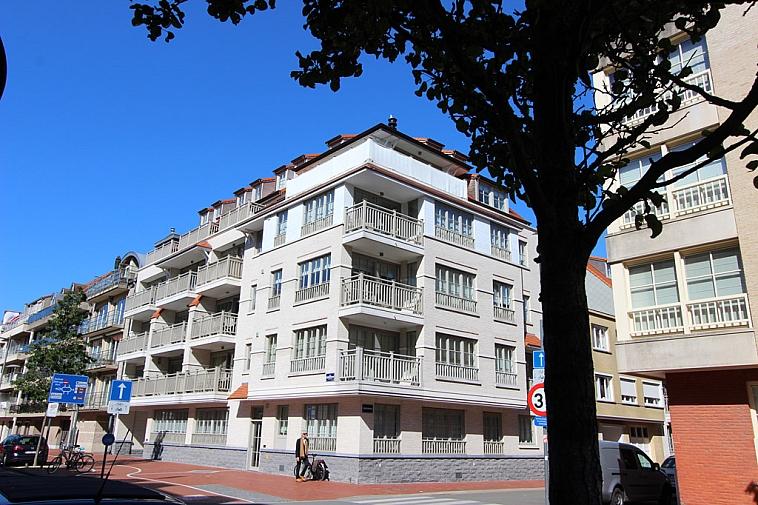 Zongericht, zeer recent appartement centraal gelegen te Knokke op wandelafstand van het strand