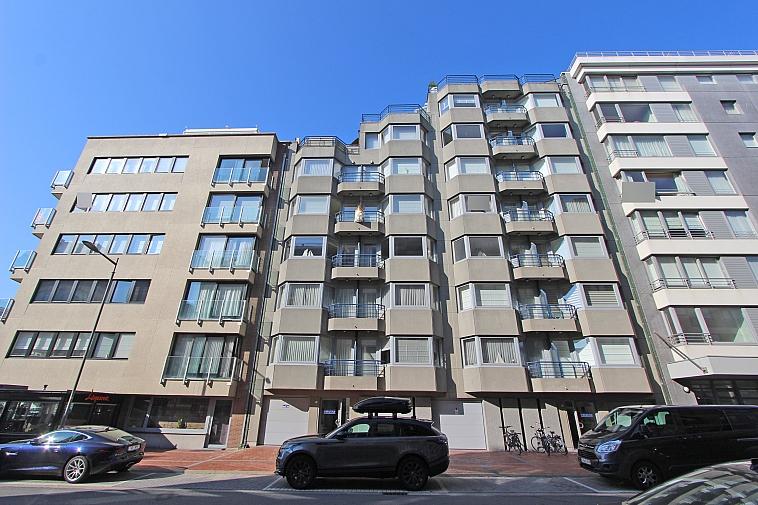 Ruim 4-slaapkamersappartement met zijdelings zeezicht nabij het Rubensplein te Knokke