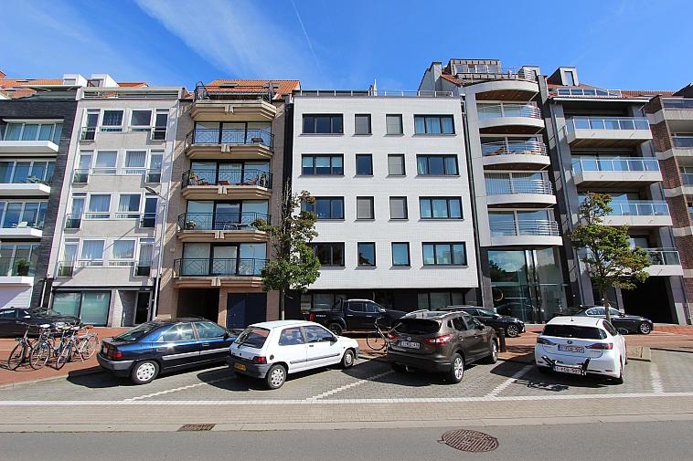 Te renoveren gelijkvloersappartement op de Koningslaan te Knokke