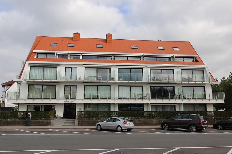 Zonovergoten gemeubeld hoekappartement op een ideale ligging te Knokke