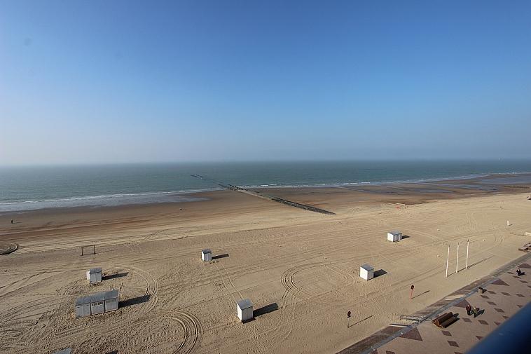 Appartement renové avec une vue mer frontale à Knokke