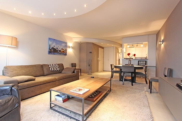 Superbe appartement rénové avec vue mer latérale à Knokke