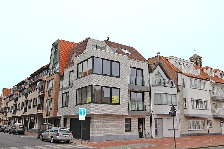 Lumineux appartement duplex neuf, situé au centre de Knokke