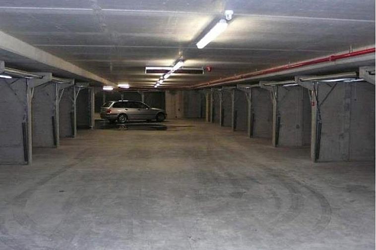 Garagebox te koop op niveau -2, n° 25, Elizabetlaan 62, 8300 Knokke. Afmeting: 2.90 X 5.50. De box is makkelijk toegankelijk, ook voor grote wagens.   Garages en staanplaatsen te koop op WWW.IMMAX.BE