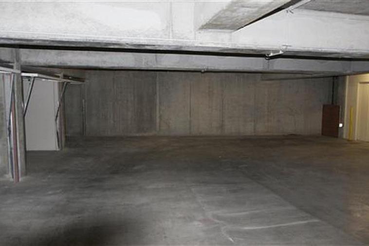 Garagebox te koop in residentie Malpertuus. Gelegen in de Hermans-Lybaertstraat 8 te Heist-aan-Zee, nabij de Zeedijk.  De garagebox is gelegen op niveau -1 en bereikbaar via een autolift.  Deze box meet 5,10m op 2,50m. Gemakkelijk in te rijden; ligt rechtover de autolift.
