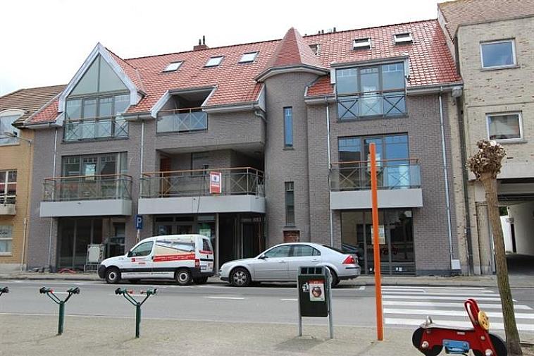 Handelsgelijkvloers, gelegen in hartje oud-Knokke.