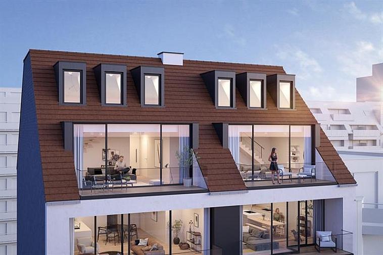 Nieuwbouwproject 'Toronto' geniet een opvallende, moderne architectuur. De appartementen zijn erg lumineus en beschikken over brede gevels en zuidgerichte zonneterrassen. Uitstekend gelegen in een laan parallel met de zeedijk op enkele passen van het strand en het Rubensplein te Knokke.  De appartementen hebben een hoogwaardige, duurzame afwerking en worden gebouwd met traditionele kwaliteitsmaterialen.  Indeling van deze duplex: inkomhal met vestiaire en apart toilet, ruime leefruimte met salon uitgevend op een ruim zonneterras, eetplaats en open keuken met berging ook uitgevend op een ruim terras.  Op de verdieping: 3 ruime slaapkamers waarvan 1 met badkamer en nog een aparte douchekamer en apart toilet. Fietsenberging en kelderberging voorzien in de residentie. Mogelijkheid tot aankoop van een garage/staanplaats in de residentie.  De ligging, het planconcept, de onmiddellijke nabijheid van het geanimeerde centrum van Knokke en de Noordzee maken van dit project een prima belegging aan onze Belgische kust.  Plannen en gedetailleerd lastenboek op kantoor. 100 % voltooiïngswaarborg.