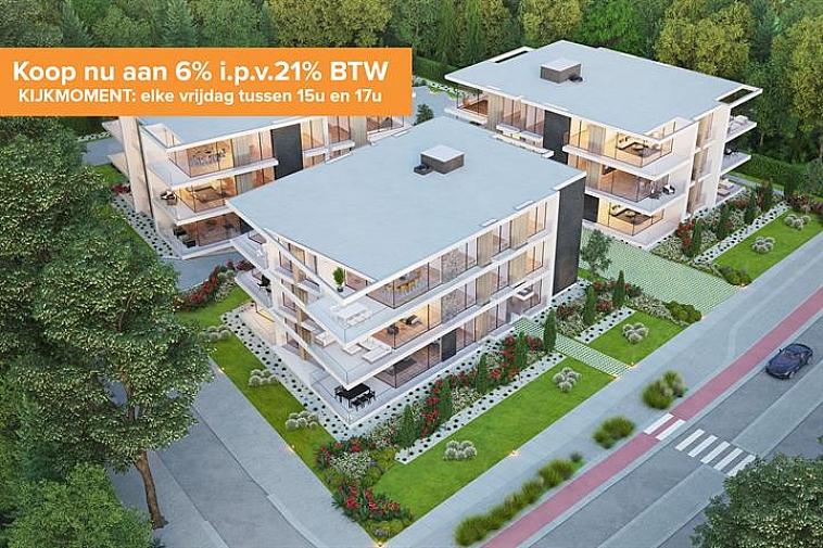 Net buiten het centrum van Varsenare en op een boogscheut van de E40 wordt residentie Nieuwenhove opgebouwd. Deze residentie bestaat uit drie losstaande appartementsblokken voltooid in strakke en moderne architectuur en omgeven door groen.  Iedere blok is twee verdiepingen hoog en per verdieping zijn er drie appartementen, één voor één afgewerkt met hoogstaande en duurzame materialen. Door de grote raampartijen geniet u optimaal van lichtinval en door de ruime terrassen is het zalig vertoeven.  Elk appartement beschikt over een nachthal, een berging/wasruimte, 2 slaapkamers, een badkamer, een apart toilet, een open keuken met eetplaats en een leefruimte dat uitgeeft op het terras.   Vanaf 2021 is een verlaagd btw-stelsel van 6% van kracht voor nieuwbouwappartementen gebouwd op een terrein waar de oude bewoning werd afgebroken. Wie nu nog een nieuwbouwappartement koopt met bouwvergunning 2020 kan nog van deze regel genieten tot eind december 2022. Dit onder voorwaarde dat u zelf de woning betrekt, en er minstens 5 jaar blijft wonen.  Bent u benieuwd naar dit nieuwbouwcomplex? Kom dan vrijblijvend langs tijdens het kijkmoment, elke vrijdag van 14u - 17u. Gelieve u op voorhand te registreren per mail naar Brugge@immax.be of telefonisch via 050 62 44 14.  Ook is de site volledig onderkelderd en is er plaats gemaakt voor een ruime ondergrondse parking, private kelders en 3 fietsenbergingen.  Aarzel niet ons te contacteren, er zijn reeds een aantal appartementen verkocht! Plannen en gedetailleerd lastenboek op kantoor. Maak een afspraak op kantoor om deze opportuniteit niet te missen!   Voor verdere informatie of vrijblijvend bezoek contacteer het kantoor op 050 62 44 14 of mail naar Brugge@immax.be.