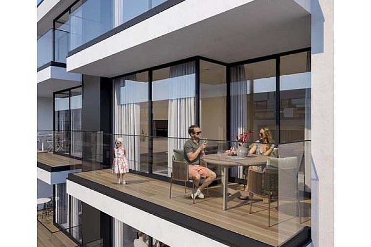 Nieuwbouwproject 'Toronto' geniet een opvallende, moderne architectuur. De appartementen zijn erg lumineus en beschikken over brede gevels en zuidgerichte zonneterrassen. Uitstekend gelegen in een laan parallel met de zeedijk op enkele passen van het strand en het Rubensplein te Knokke.  De appartementen hebben een hoogwaardige, duurzame afwerking en worden gebouwd met traditionele kwaliteitsmaterialen.  Indeling van dit appartement: inkomhal met vestiaire, apart toilet en wasplaats, ruime leefruimte met salon uitgevend op een zonneterras, eetplaats, open keuken met berging, 3 ruime slaapkamers, volwaardige badkamer en douchekamer. 1 slaapkamers geeft uit op een terras aan de achterzijde van de residentie. Fietsenberging en kelderberging voorzien in de residentie.  De ligging, het planconcept, de onmiddellijke nabijheid van het geanimeerde centrum van Knokke en de Noordzee maken van dit project een prima belegging aan onze Belgische kust.  Plannen en gedetailleerd lastenboek op kantoor. 100 % voltooiïngswaarborg.