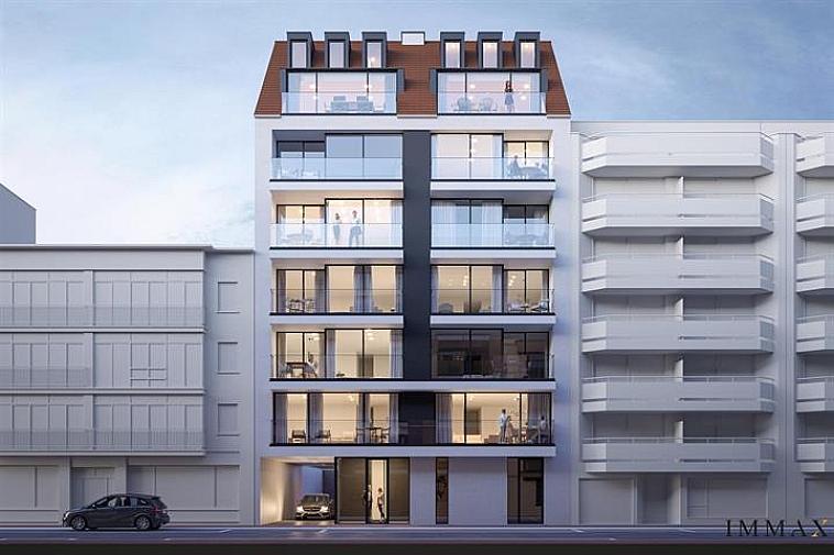 Nieuwbouwproject 'Toronto' geniet een opvallende, moderne architectuur. De appartementen zijn erg lumineus en beschikken over brede gevels en zuidgerichte zonneterrassen. Uitstekend gelegen in een laan parallel met de zeedijk op enkele passen van het strand en het Rubensplein te Knokke.  De appartementen hebben een hoogwaardige, duurzame afwerking en worden gebouwd met traditionele kwaliteitsmaterialen.  Indeling van dit appartement: inkomhal met vestiaire en apart toilet, ruime leefruimte met salon uitgevend op een zonneterras, eetplaats, open keuken met berging, 2 ruime slaapkamers, 1 met dressing en volwaardige badkamer en 1 met douchekamer. De 2 slaapkamers geven uit op een terras aan de achterzijde van de residentie. Fietsenberging en kelderberging voorzien in de residentie. Mogelijkheid tot aankoop van een garage of staanplaats in de residentie.  De ligging, het planconcept, de onmiddellijke nabijheid van het geanimeerde centrum van Knokke en de Noordzee maken van dit project een prima belegging aan onze Belgische kust.  Plannen en gedetailleerd lastenboek op kantoor. 100 % voltooiïngswaarborg.
