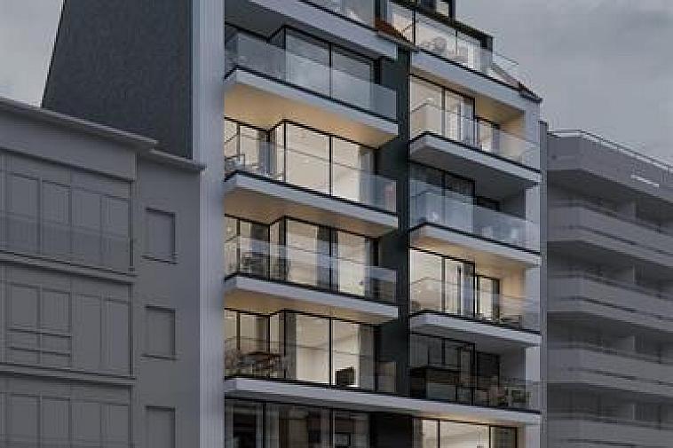 Nieuwbouwproject 'Toronto' geniet een opvallende, moderne architectuur. De appartementen zijn erg lumineus en beschikken over brede gevels en zuidgerichte zonneterrassen. Uitstekend gelegen in een laan parallel met de zeedijk op enkele passen van het strand en het Rubensplein te Knokke. De appartementen hebben een hoogwaardige, duurzame afwerking en worden gebouwd met traditionele kwaliteitsmaterialen. De residentie omvat: 10 appartementen met 2 of 3 slaapkamers, 2 dak-duplexen met 3 slaapkamers. Mogelijkheid tot aankoop van een garage of staanplaats in de residentie. Fietsenberging voorzien in het gebouw. De ligging, het planconcept, de onmiddellijke nabijheid van het geanimeerde centrum van Knokke en de Noordzee maken van dit project een prima belegging aan onze Belgische kust. Plannen, gedetailleerd lastenboek en meer info op kantoor. 100% voltooiingswaarborg. Beslis nu en kies nog zelf uw afwerkingsmaterialen !
