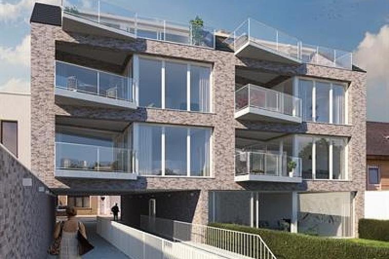 Residentie Van Maerlant, een kleinschalige residentie gelegen in de J. Van Maerlantstraat. De residentie wordt opgebouwd in een moderne en luxueuze architectuur en geniet van een uiterst centrale ligging. Zo sta je op wandelafstand aan de zeedijk van Blankenbergen en het stationsplein. De onmiddellijke nabijheid van winkels en horeca in combinatie met energiezuinig wonen maken van dit project de ideale belegging aan de Belgische kust! In de prijs zit ook een ruime, private berging en gemeenschappelijke fietsenberging voorzien. Bovendien is er de mogelijkheid om één of meerdere garageboxen aan te kopen in dezelfde residentie.  Voor verdere informatie of plannen en gedetailleerd lastenboek contacteer Vincent op 050 62 44 14 of mail naar Brugge@immax.be.