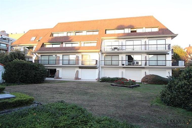 Gemakkelijk toegankelijke staanplaats in mooie, recente residentie, op een centrale ligging te Knokke. Gelegen op niveau: -1  Aarzel niet om ons te contacteren voor meer info: info@immax.be of via tel. : 050 62 44 14.