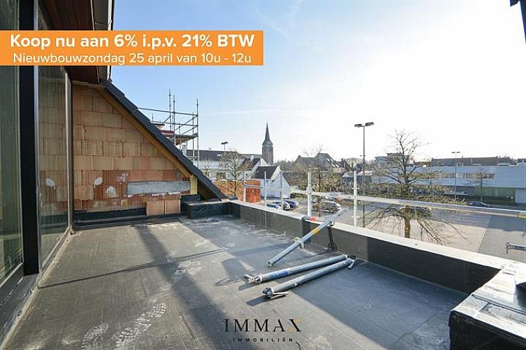 Residentie Chavalie, een kleinschalig nieuwbouwproject op een uitstekende ligging in het centrum van Sint-Andries! De residentie bestaat uit 8 kwalitatief afgewerkte woonappartementen, waaronder 3 luxueuze duplexappartementen. Ieder appartement beschikt over één of twee zuidgerichte terras(sen), het gelijkvloers appartement geniet van een ruime tuin. Bijkomend kan een garage worden aangekocht in de residentie.   De duplex geniet volgende indeling: inkom met gastentoilet - badkamer - berging - slaapkamer 1 - open keuken met eetplaats - leefruimte uitgevend op terras. Op de verdieping: slaapkamer 2.  Vanaf 2021 is een verlaagd btw-stelsel van 6% van kracht voor nieuwbouwappartementen gebouwd op een terrein waar de oude bewoning werd afgebroken. Wie nu nog een nieuwbouwappartement koopt met bouwvergunning 2020 kan nog van deze regel genieten tot eind december 2022. Dit onder voorwaarde dat u zelf de woning betrekt, en er minstens 5 jaar blijft wonen.  De onmiddellijke nabijheid van winkels, horeca en uitvalswegen (E40, E403, A11) in combinatie met energiezuinig wonen maken van dit project de ideale investering!  Oplevering bij akte.   Voor verdere informatie of plannen en gedetailleerd lastenboek contacteer wout op 050 62 44 14 - 0475 96 59 38  of mail naar wout@immax.be.